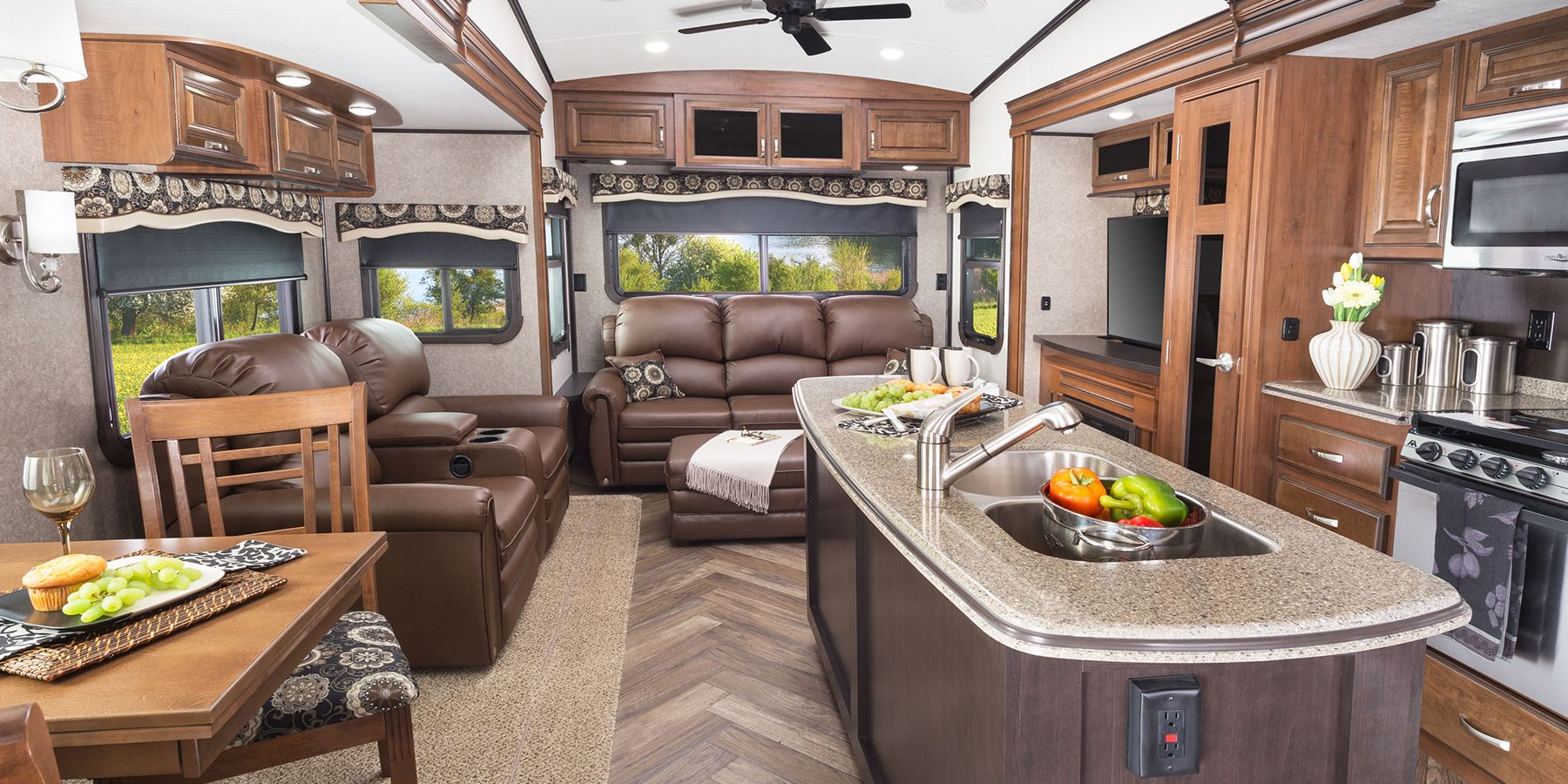 Fifth Wheel  Feet  With Outdoor Kitchen