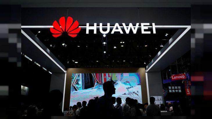 Huawei përjashton dy punëtorë pasi që përdornin Iphone