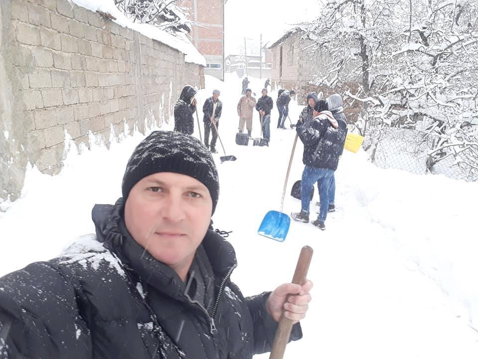 Shembull që duhet të ndiqni secili nga ju në Kosovë, kapni lopatat e lironi rrugët tuaja