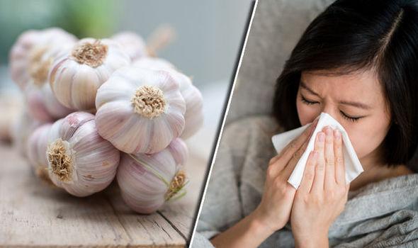 Luftoni gripin sezonal duke ngrënë hudhër