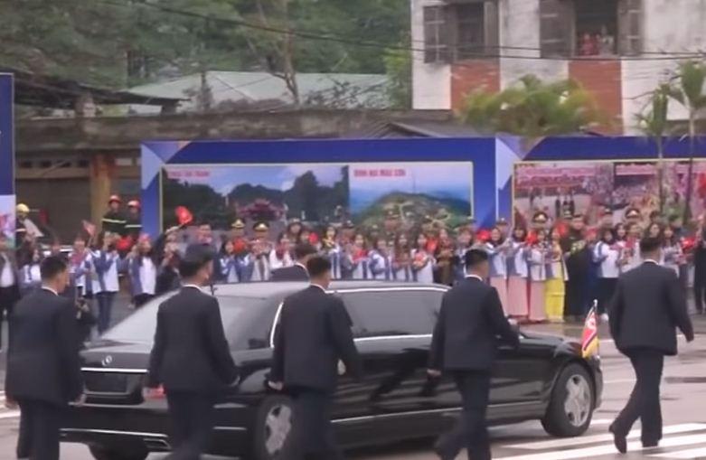 Sigurimi i Kim Jong-ut përsëri merr vëmendje, ja si e përcjellin udhëheqësin e tyre
