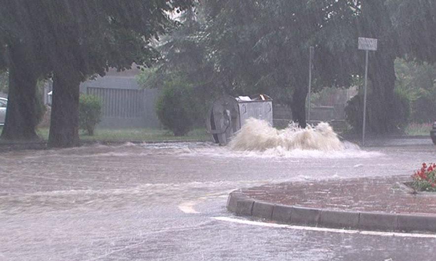 Përmbytje në Tiranë, Durrës dhe Lezhë - Indeksonline.net