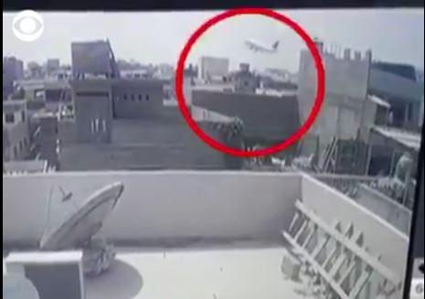 Dalin pamjet, momenti tragjik kur rrëzohet aeroplani me qindra njerëz në të