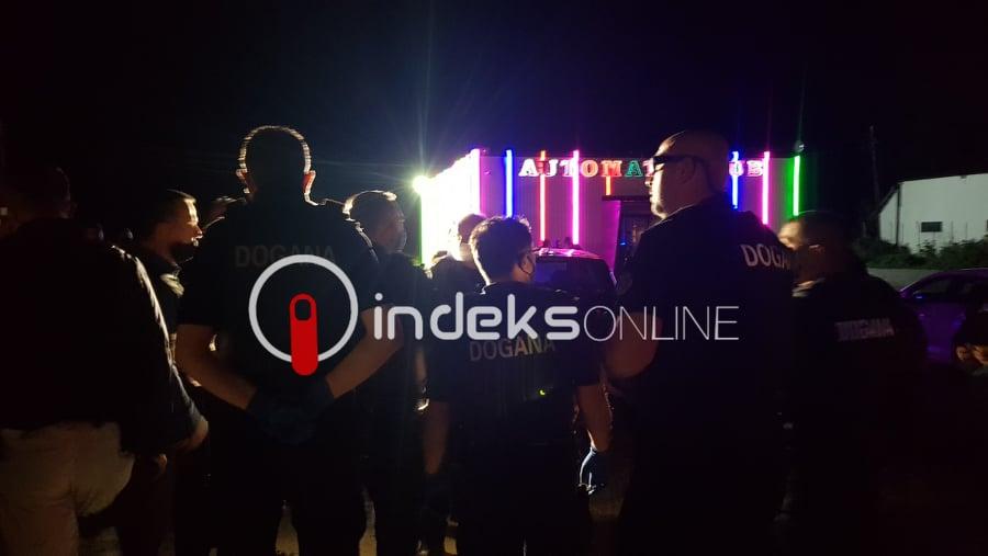 BBC raporton për aksionin e Policisë së Kosovës, shkruan për rrënimin e  kazinove në Karaçevë - Indeksonline.net